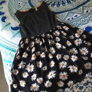 Dresses & Skirts - 3/$20 Sweet Daisy Dress